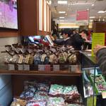 モンロワール - 三ノ宮のそごうに用事があったので、ついでにお土産も買いに=3=3=3 大好きなモンロワールのチョコレートが、そごう本館地下1Fの阪神電車からの入り口近くに入ってた☆彡