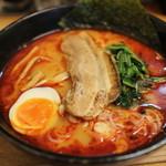 麺屋 黒琥 〜KUROKO〜 - 赤琥ラーメン 800円。