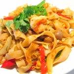 タイしょう油風味太麺焼きビーフン「パッ・シィユ」