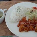 60666598 - 平日ランチA鶏肉のトマトソース煮(650円)