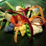 60668560 - 彩豊かな野菜盛り合わせ、温かいスープをかけて