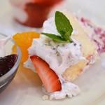 アフタヌーンティー・ティールーム - 苺とオレンジのズコッとショートケーキ♪