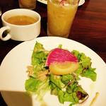 キッチン ハセガワ - ランチのサラダ&スープ、¥100のフレッシュジュース