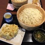 丸亀製麺 - 釜揚げうどん大・野菜かき揚げ