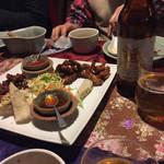 60674433 - 2016年12月。シンハービールと豚の唐揚げ。