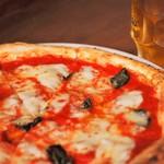 Pizza Stand Poco - マルゲリータと生ビール