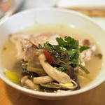 味坊鉄鍋荘 - 酸菜魚の取り分け後
