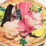 60676951 - お造り盛合せ(鯛、ぶり、ひっさげ、鯖、白海老)