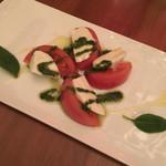 60677218 - トマトのカプレーゼ