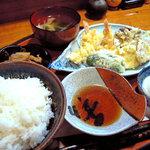 居酒屋まるまん - 天ぷら定食。