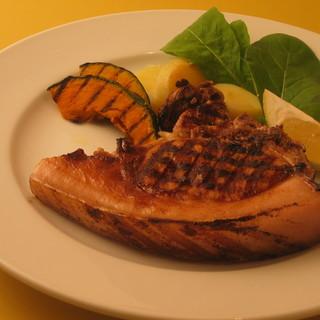 一回の食事で多種多様な料理が味わえる贅沢なトラットリア