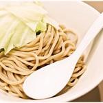 つけ麺 五ノ神製作所 - ガチムチ…の中にサラりとした軽さも感じる麺。