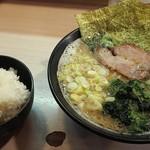 豚骨番長 魂 - 半ライスは50円。