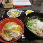 60682466 - この日は金曜日だったんで「日替わりそば」はカツ丼のセットで750円でした。                                              軽い夕食のつもりがガッツリになってしまいました。