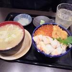 60683510 - 「三色丼(ウニ・イクラ・タラバガニ)」(3480円)+「濃厚カニ汁」(480円)