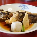 魚信旅館 - オコゼ煮付け 里芋 竹の子・絹さや