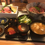 さかなや別邸 - アメリカ アンザス牛 みすじステーキ丼(1500円)に、刺身三点盛り追加(500円)