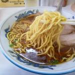 永龍軒 - 千葉ラーメン工場の麺