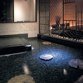 水のせせらぎが聞こえる寛ぎの個室空間