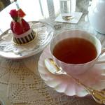 60700555 - 紅茶とケーキ