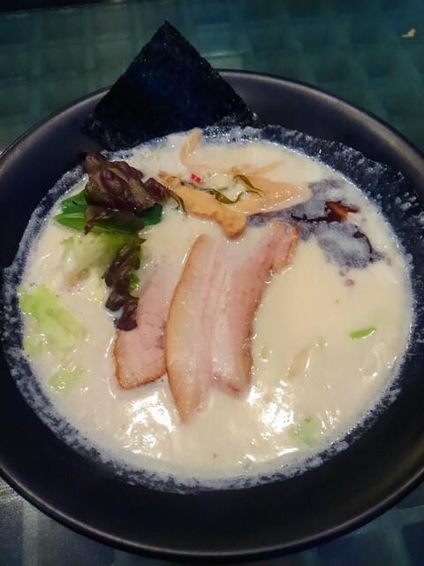胡心房 - 今だけ限定のW豆乳らぁ麺 900円  麺にもスープにも豆乳が使われています。スープはお魚はなしにとんこつだけだったのかな。
