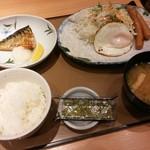 やよい軒 - 目玉焼と焼サバの朝食【2016.12】