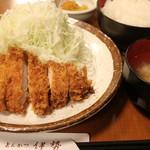 とんかつ伊勢 - ロースかつ定食¥680