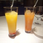 代官山ASO チェレステ - 左が、ノンアルコールカクテル「シンデレラ」(パイナップル、林檎、オレンジ、レモン)