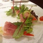 60707688 - 選べる前菜:イタリア産プロシュートと季節野菜のサラダ