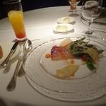 60707692 - 選べる前菜:軽くスモークしたカンパチのカルパッチョ アンチョビとパプリカの2種のソースで、シンデレラ
