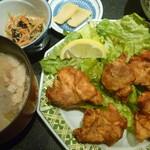 郷土料理 でくのぼう - からあげ定食を豚汁に変更 税抜き880円