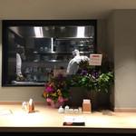 60711581 - 厨房の見えるカウンター席