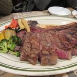 60712801 - メインのお肉はトマホークステーキ、リブロース外側のやや硬い部分を切りとっておいしい芯の部分だけを残したボリュームたっぷりのステーキです。