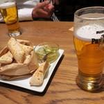 タヴェルナウオキン - ビールとお通しのフォカッチャ