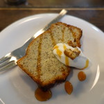 ミツバチ堂 - キャラメルバナナケーキ