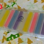 鶴屋吉信 - カラフルなパステル