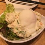 がブリチキン。蒲田店 - 半熟卵のポテトサラダ350円