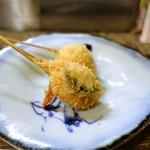 なな治 - 串揚げ 7串 小玉ねぎの蕗味噌 海老の包み揚げ、大葉、エリンギ