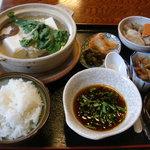 お食事処 助五郎 - 料理写真:湯豆腐定食