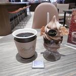 リンツ ショコラ カフェ  - 珈琲&ミニチョコ、ソフトクリーム