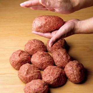 牛肉100%の手ごねハンバーグ