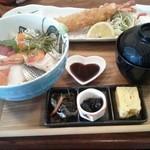 海鮮工房 なみ平 - 料理写真:海鮮丼定食。