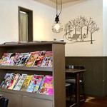レマン - カフェスペースはテーブル5つあります