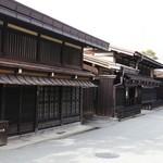 桔梗屋 - 高山の古い街並み。