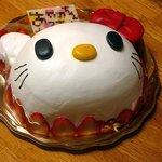 6073057 - 誕生日のデコレーションケーキ キティーちゃん
