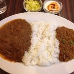 京橋屋カレー - ツインカレー(辛口伊達鶏&キーマ)