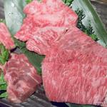 焼肉 炙屋武蔵 - (手前より時計回りに)和牛タンモト・和牛中落ち・和牛カルビ・和牛クリ【2016年4月】