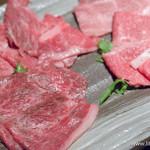 焼肉 炙屋武蔵 - (手前より時計回りに)和牛イチボ・和牛ミスジ・和牛肩芯・和牛マクラ【2016年4月】