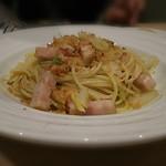 60734853 - パスタ ガーリックオイル ベーコンと白菜