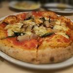 60734859 - ピザ トマトソース トロトロ豚肉と春菊